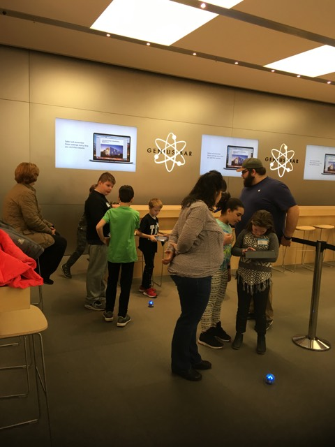 Tenth St. Students Visit the Apple Store
